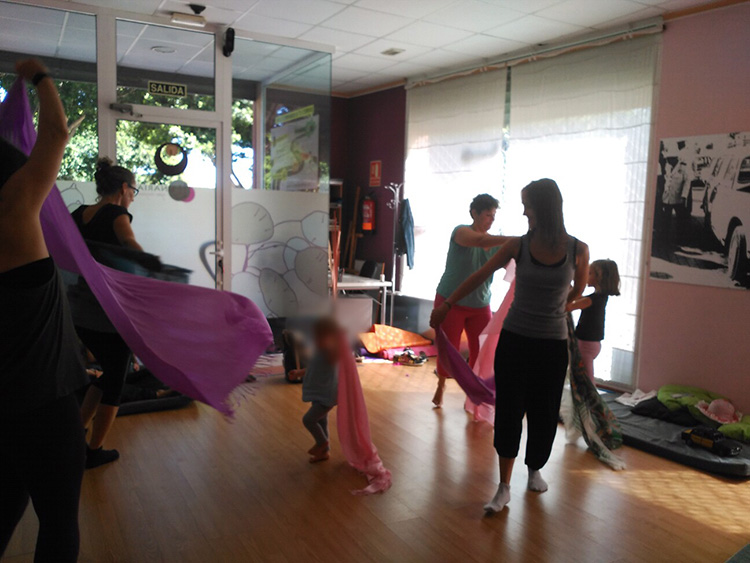 Yoga en Familia - 21 Poborina Folk